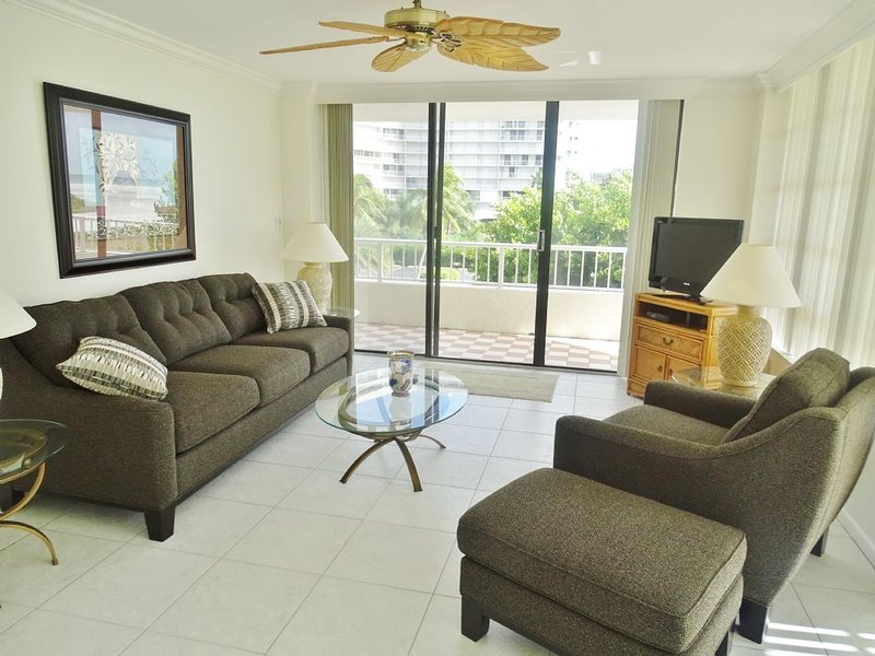 Living Room Area - Stunning condo with front wrap balcony overlooking the Gulf of Mexico - PERFECT - Marco Island - rentals