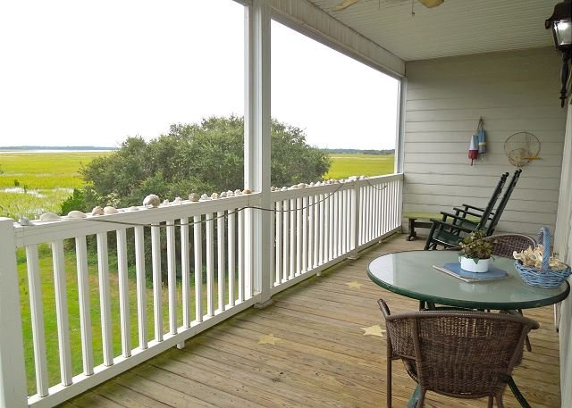 Spacious Screened-in Porch on the Marsh - Marsh Winds 2K - Breathtaking Views of the Folly River!! - Folly Beach - rentals