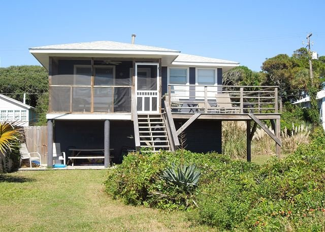 Exterior - Le Petit Chateau - Cute Two Bedroom Beach Cottage - Folly Beach - rentals
