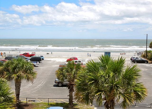 Oceanfront View - Pavilion Watch #2E - Beautifully Decorated Just Steps from Beach - Folly Beach - rentals