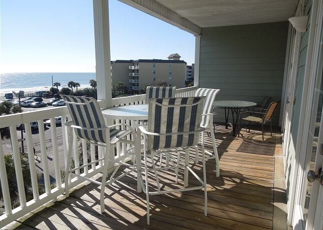Covered Porch Overlooking Pool - Pavilion Watch #3K - Great Location with Lots of Amenities - Folly Beach - rentals