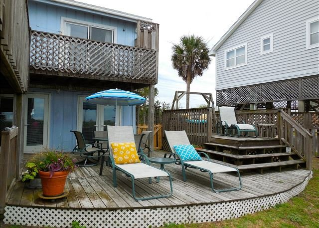 Exterior - Pelican Alley - Large Yard Perfect for Pets and Children - Folly Beach - rentals