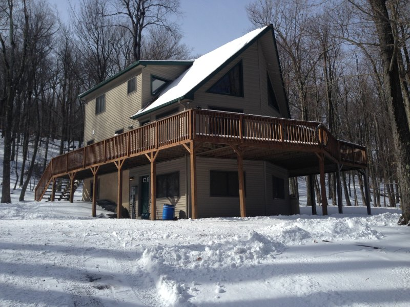 Poconos Chalet, Lots Of Decks/Outdoor Jacuzzi - Image 1 - Pocono Lake - rentals