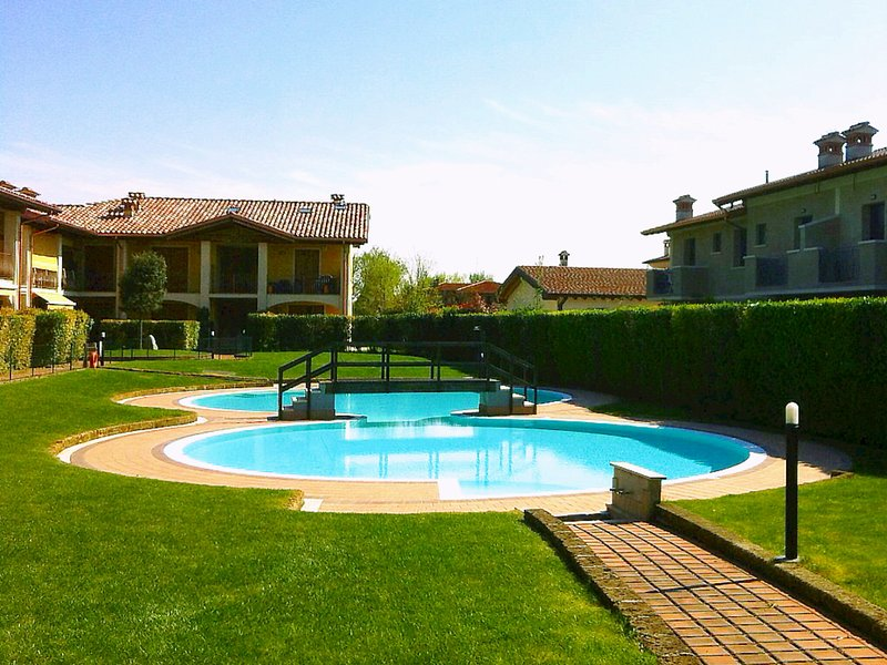 Pool in  internal courtyard - Comfortable flat, x 4, with pool, 900mt fm beaches - Raffa - rentals