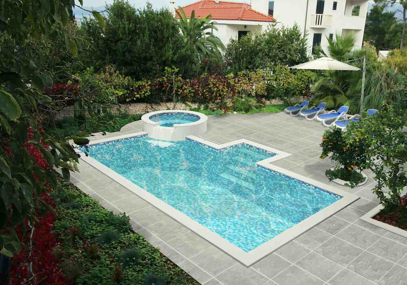 Swimming pool 42 m2 with jacuzzi and sunbathing space - Villa Renipol Adults only Apartment nr 1 - Sutivan - rentals