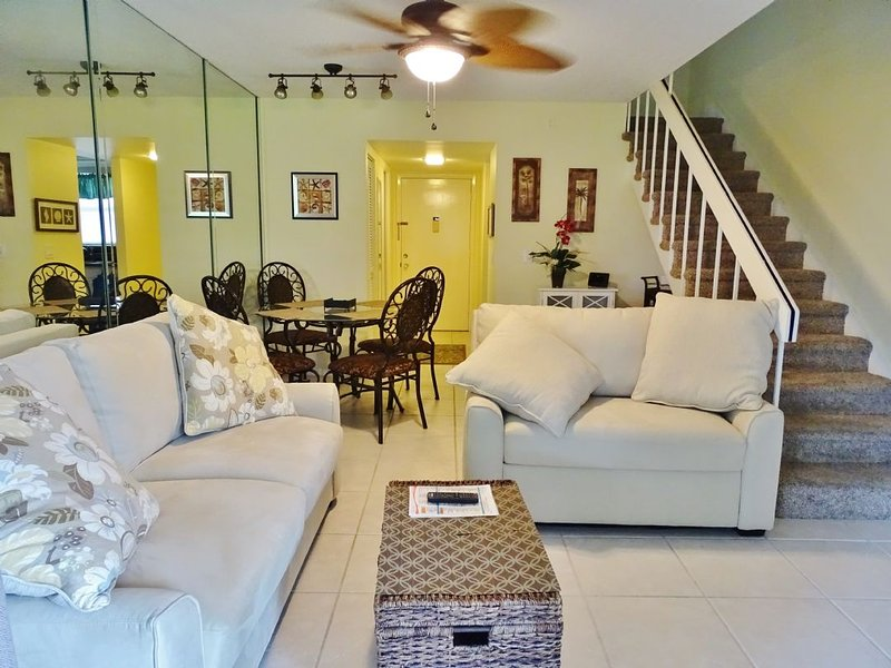 Living Room - Darling updated multi-level unit in popular Island Resort Complex...close to - Marco Island - rentals