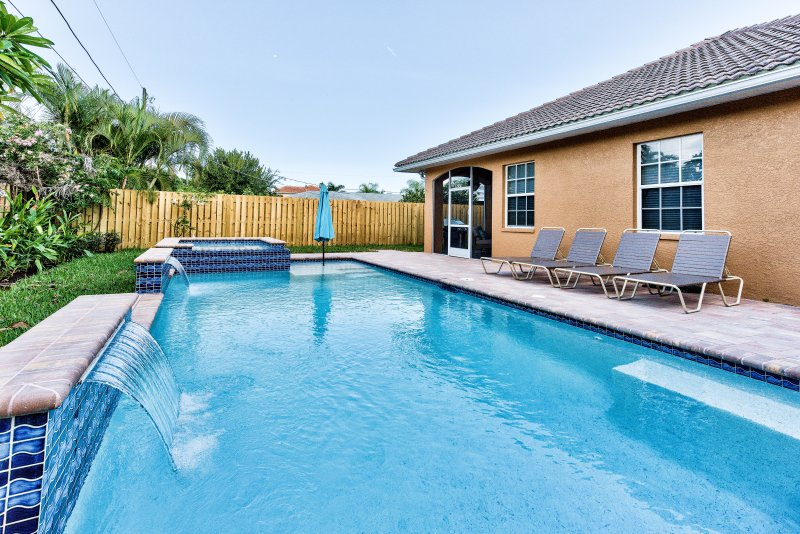 Syracuse Vacation Rental - Naples Florida Vacation Homes - Pool & Hot Tub Brand New, Luxurious Home Walking Distance to Vanderbilt Beach! - Syracuse Vacation Rental - Naples - rentals