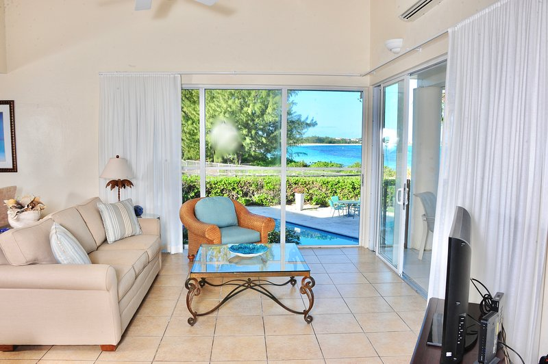 3 b/rVilla on the finest snorkeling reef on Grace Bay beach - Image 1 - Providenciales - rentals