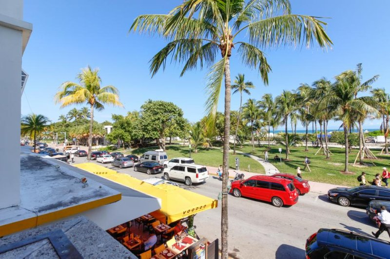 Ocean Drive condo w/ view of Atlantic and modern decor - Image 1 - Miami Beach - rentals