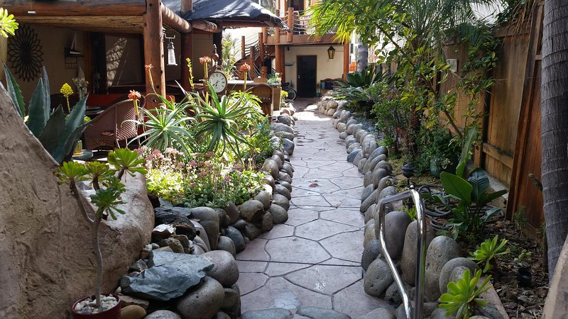 TROPICAL OASIS Beautiful Courtyard AC Hot Tub - Image 1 - Pacific Beach - rentals