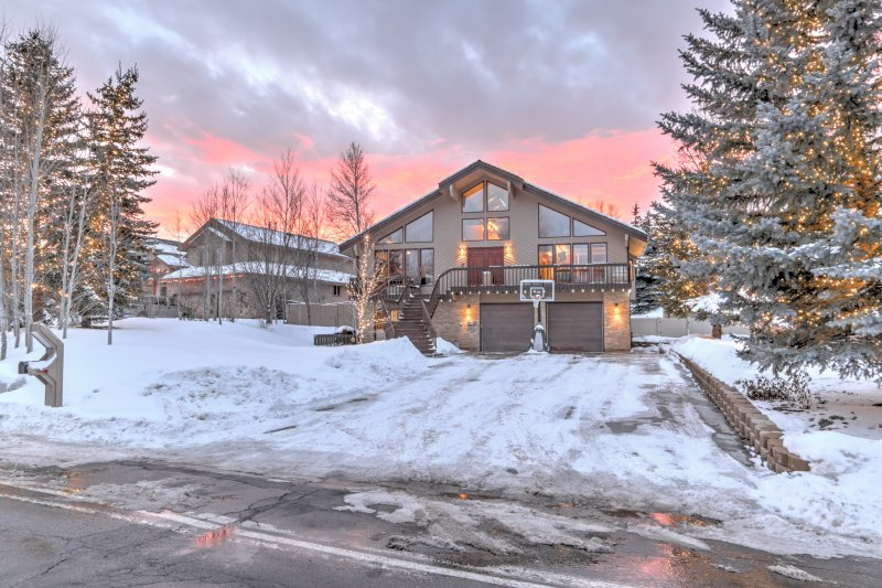 Front of the house, garage, deck, and putting green with becomes a kids freestyle park in the winter - Park City Oasis - Park City - rentals