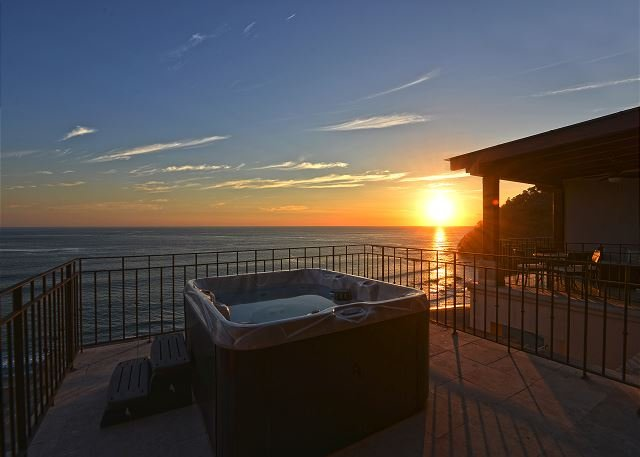 Enjoy amazing sunset from the terrace with view of all of Jaco beach - Special deal! Stay 7 nights, Pay 5! Unique Oceanview Penthouse w/Jacuzzi. - Jaco - rentals