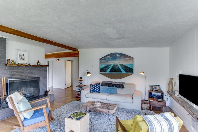 Beautiful coastline home with gourmet kitchen & nearby beach access - Image 1 - Arch Cape - rentals