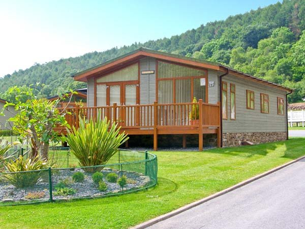 TRANQUILLITY, detached lodge, pet-friendly, close to beaches, in Stepaside, Ref - Image 1 - Stepaside - rentals