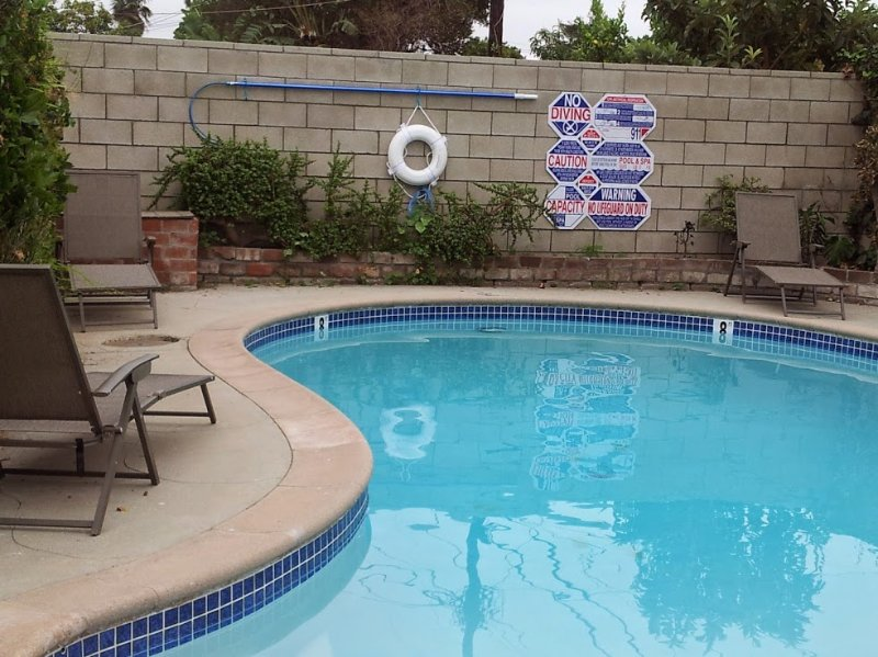 Private Gated pool in backyard. Lounge chairs for everyone - $295 August 15 to Sept 9... FREE Disney Parking! 14 BEDS!  Walk to Convention - Anaheim - rentals