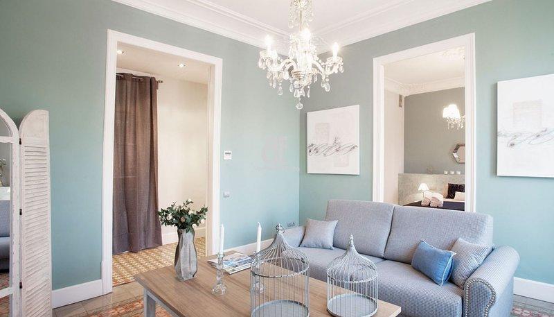 BCN Rambla Catalonia - Beautiful and elegant apartment with 1 bedroom and 1 - Image 1 - Barcelona - rentals