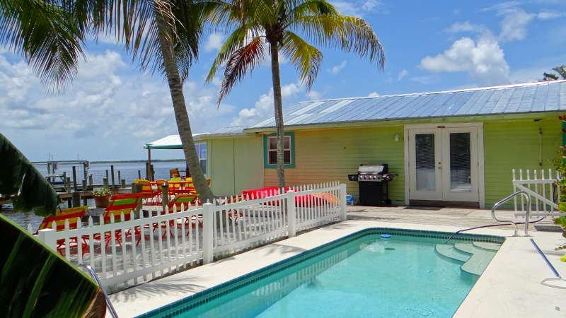 "THE FANCY FISH..Enjoy Pool ""Sandy Beach"" Boat Lift - Image 1 - Matlacha - rentals"