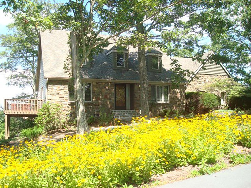 A Stones Throw - Image 1 - Blowing Rock - rentals
