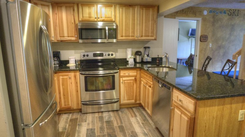 """SkyRun Property - """"CM416S 6BR Copper Mtn Inn"""" - NEWLY REMODELED KITCHEN! - Well appointed with stainless steel appliances - CM416S 6BR Copper Mtn Inn - Copper Mountain - rentals"""