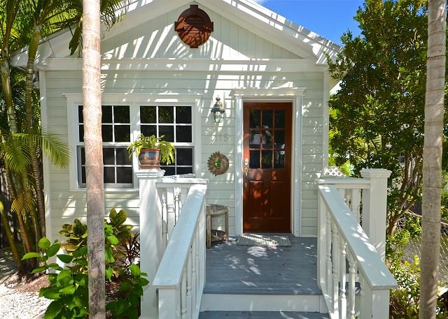 """Cigar style """"shotgun"""""""" cottage in Old Town Key West - PARADISE PALMS - Tropical Home in Quiet Neighborhood w/ Pvt Parking & Grill - Key West - rentals"""