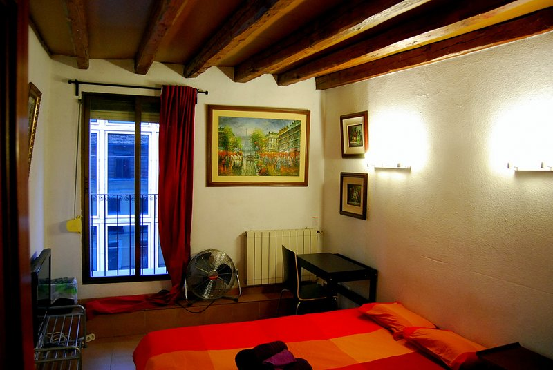 Double Room  CALLAO - SOL - GRAN VIA (Red). WE RENT A ROOM, NOT THE ENTIRE APT. - Image 1 - Madrid - rentals