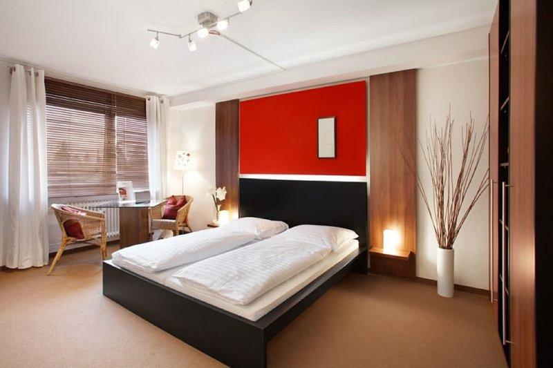 Vacation Apartment in Munich - 290 sqft, hotel service, great location, modern furnishings (# 842) #842 - Vacation Apartment in Munich - 290 sqft, hotel service, great location, modern - Eichenau b Muenchen - rentals