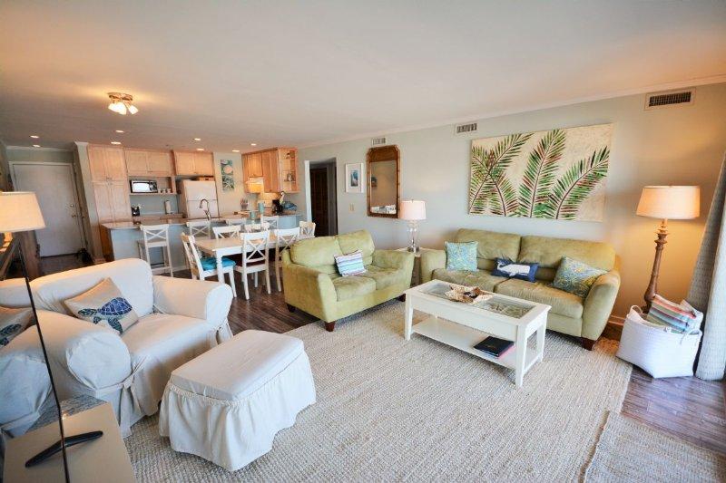 Main living area - Queen's Grant E-117 - Topsail Beach - rentals