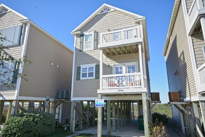 Front of Home - Christopher-Robin's Nest - Surf City - rentals