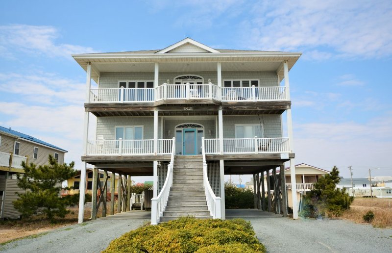 Front of Home - Island Spirits - Surf City - rentals