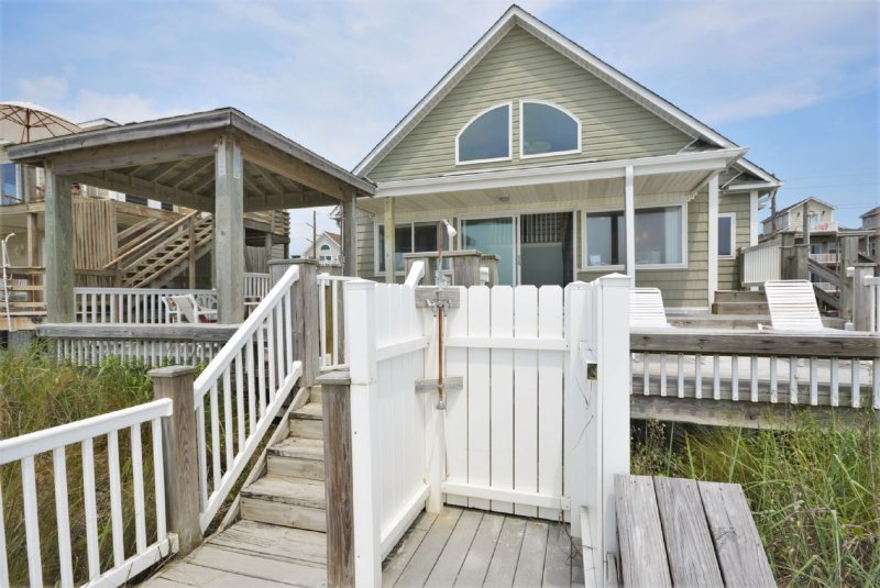 Oceanside of Home with Outside Shower - Mo & Anita's - Surf City - rentals