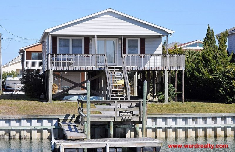 Canalfront Exterior - Leaberry - Topsail Beach - rentals
