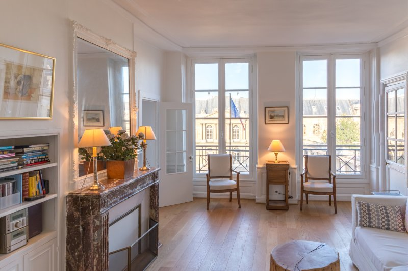 Magnificent exclusive apartment with view on the French Archives - Image 1 - 4th Arrondissement Hôtel-de-Ville - rentals