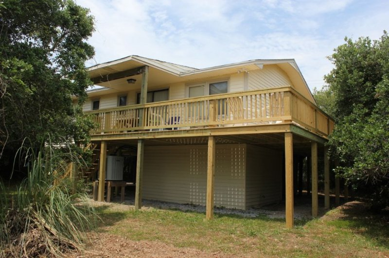 Exterior - A Reason To Be - Emerald Isle - rentals