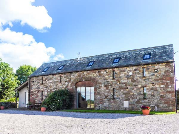 RUSBY BARN, woodburning stove, pet-friendly, underfloor heating, fantastic base - Image 1 - Ousby - rentals