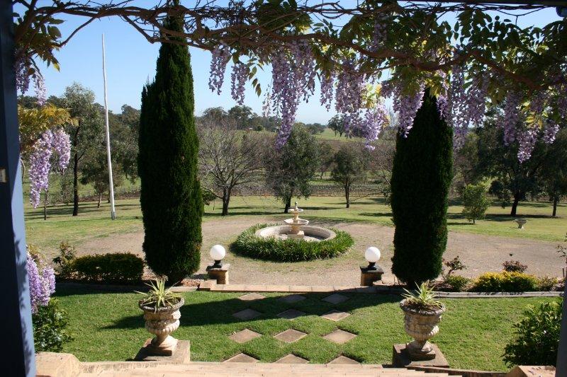 Front entrance Milla's Vineyard Estate - Milla's Vineyard Estate, Hunter Valley, Australia - Pokolbin - rentals