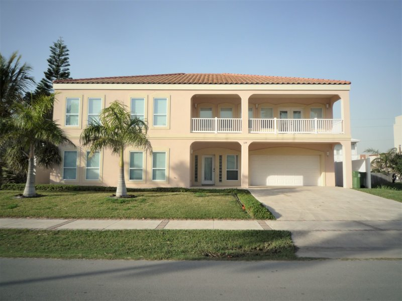 3 HOUSES TO BEACH7BDRM/5.5BA-POOL/JACUZZI/BILLIARD - Image 1 - South Padre Island - rentals