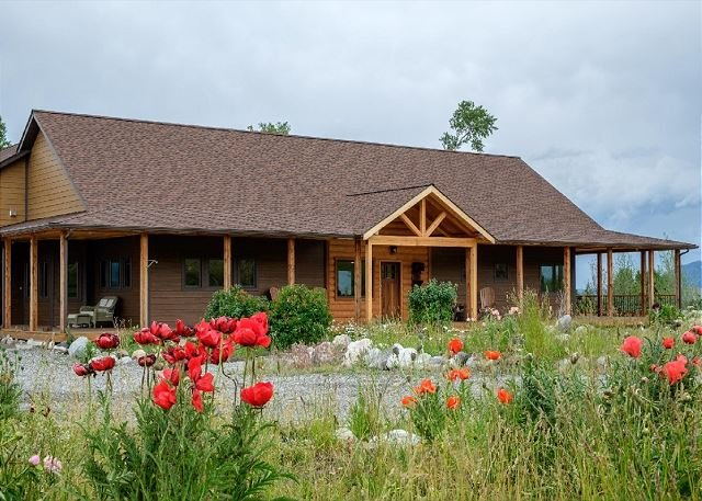 Front facing view of Elk Run. - Elk Run- Gorgeous new property in Paradise Valley! - Livingston - rentals