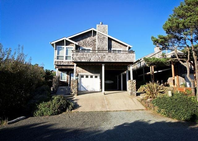 SPINDRIFT HIDEAWAY~MCA# 1686~Luxurious premiere town home close to beach! - Image 1 - Manzanita - rentals