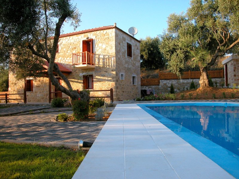 Garden and Swimming Pool - Villa Miguela - Tavronitis - rentals