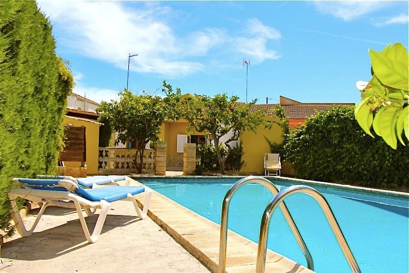 Swimming Pool with Sun Loungers - Beach Villa Miguel - Ca'n Picafort - rentals