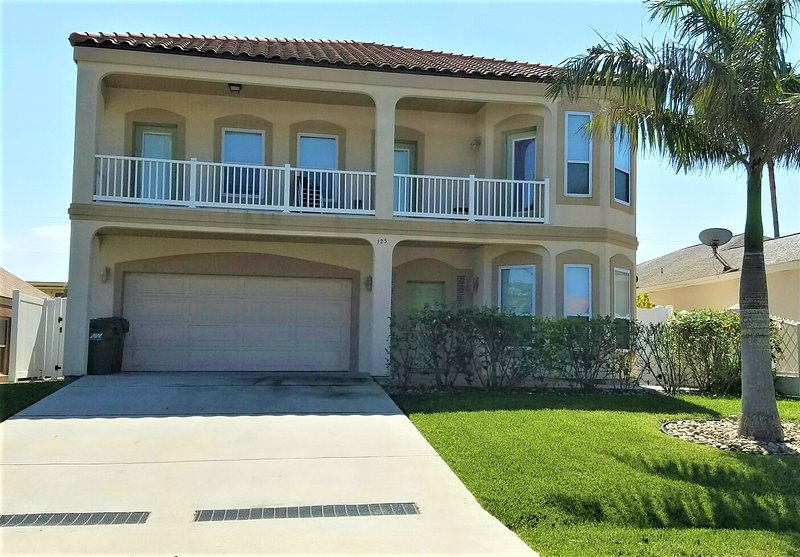Custom built  large estate with elegant island design - SALE 20% OFF, GORGEOUS 6BDRM/4BA HEATED POOL, BILLIARD, 3 HOUSES TO THE BEACH, - South Padre Island - rentals