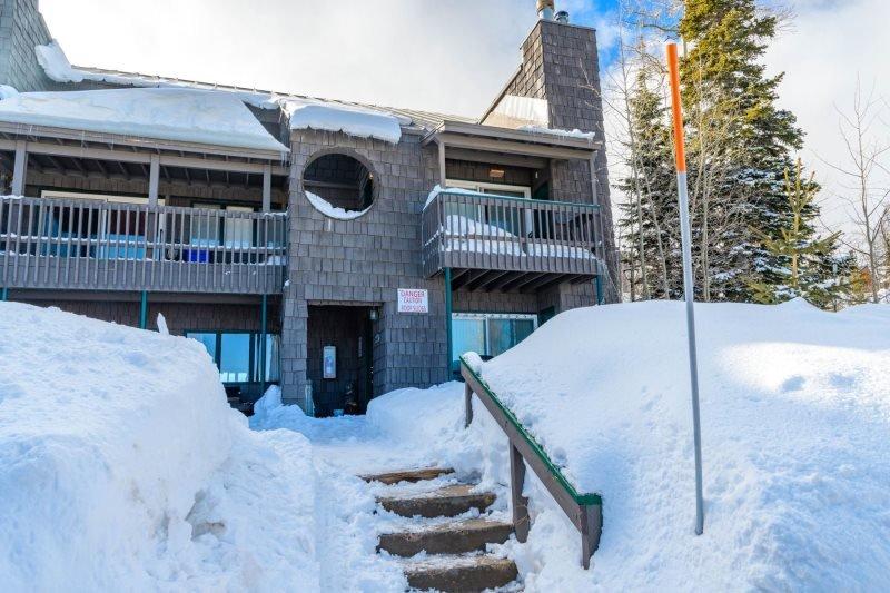 Cedar Village close to the lifts - Image 1 - Brian Head - rentals