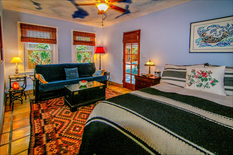 Plush queen-size bed, full-size sleeper sofa. The beach footsteps away - Venice Beach Oceanside Sanctuary ~ Steps to Beach! with Parking, BBQ, Cabana - Los Angeles - rentals