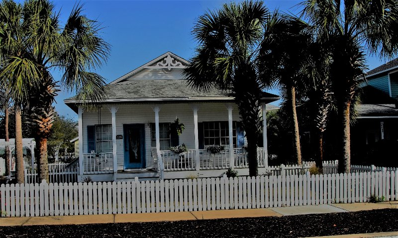 Welcome to Holly by the Sea - REDUCED! 3 BDRM 2 bath,beach is 400 Steps away, Community Pool Next Door - Destin - rentals