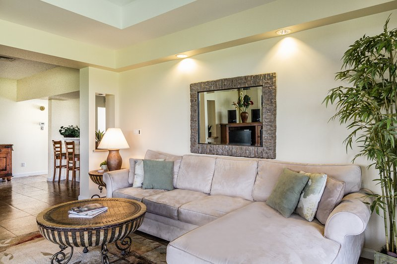 Living room - Quiet Vista Waikoloa Condo with Mauna Kea Views - Waikoloa - rentals