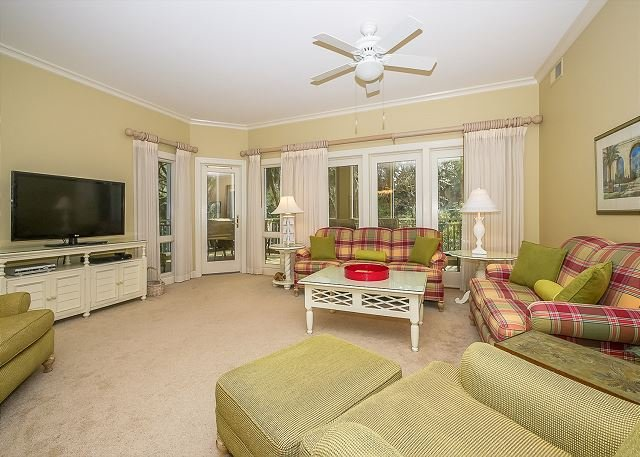 Living Area - 8109 Wendover Dunes-100 yards to the beach, Pool & Spa on-site - Hilton Head - rentals
