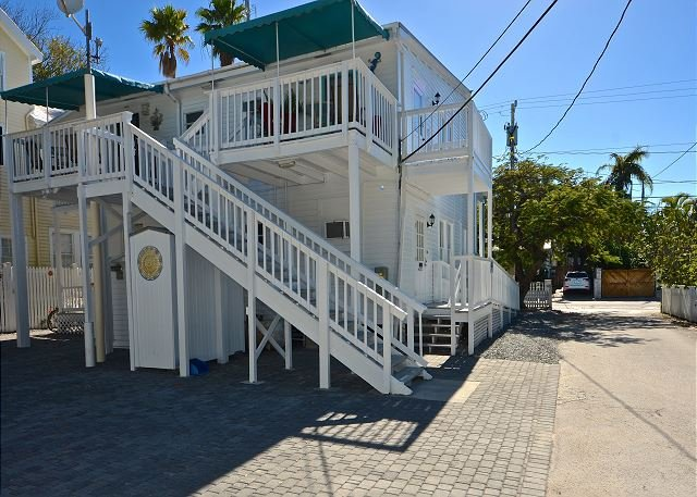 4 Flowers consists of 4 separate 1 Bed 1 Bath apartments with private parking in the heart of Old Town Key West - 4 Flowers - Four Cute Condos with Private Parking in Perfect Location! - Key West - rentals