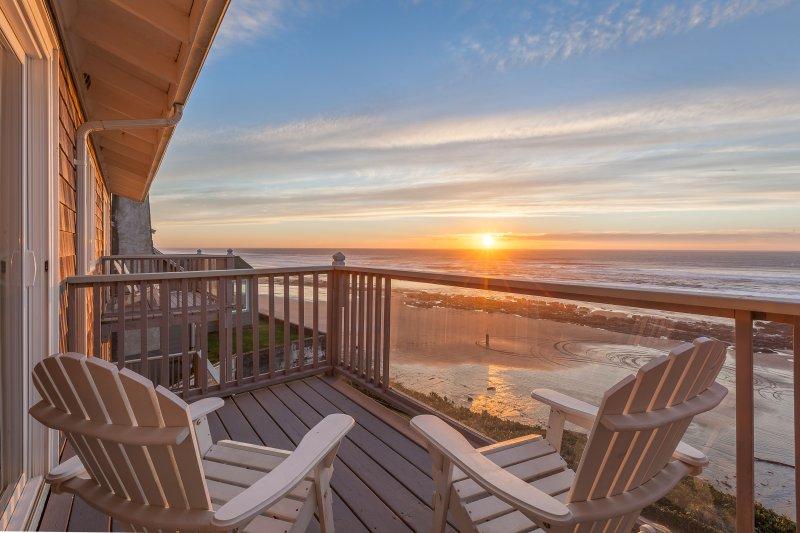 Balcony views of the ocean from Moonraker - Moonraker - 1 BD, kitchen, beachfront, fireplace - Lincoln City - rentals
