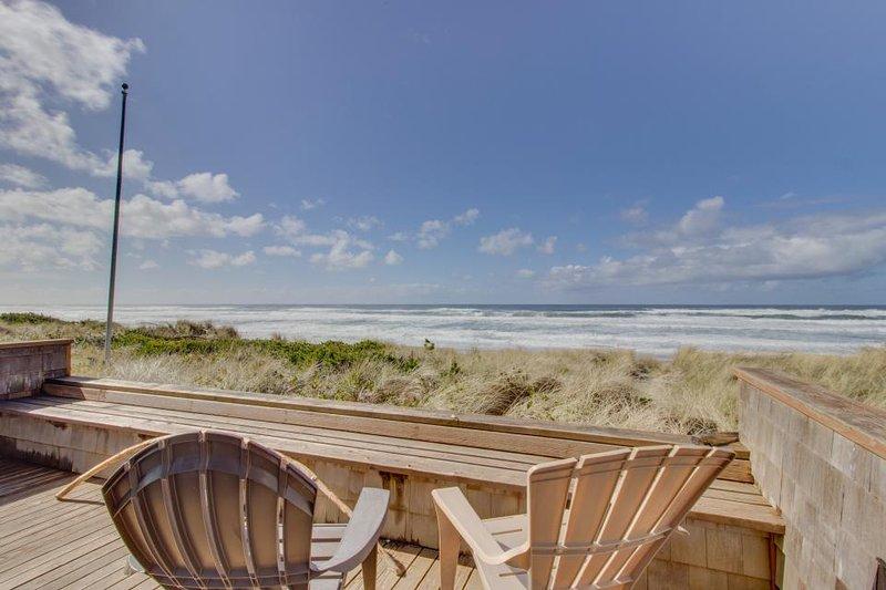 Modern beach home w/sweeping oceanfront views. Walk to town! - Image 1 - Rockaway Beach - rentals