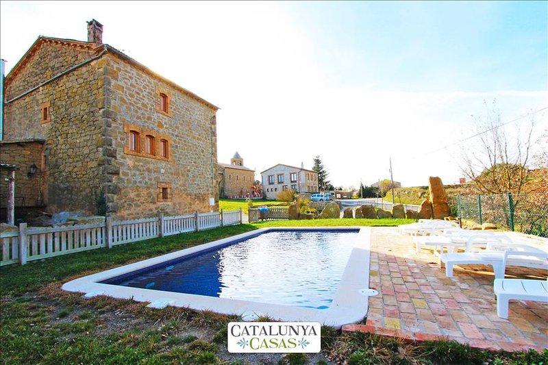 Historical 6-bedroom getaway in Vilaseca for 15 guests - Image 1 - Llobera - rentals